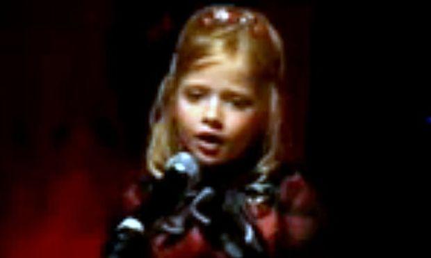 Βίντεο: 7χρονο κοριτσάκι τραγουδάει κομμάτι από το «Φάντασμα της Όπερας»