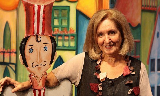Κάρμεν Ρουγγέρη: Η αγάπη της για το παιδικό θέατρο και τα παραμύθια του Αισώπου!