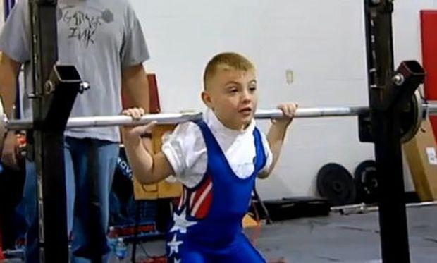 Βίντεο: Το πιο δυνατό παιδί στον κόσμο