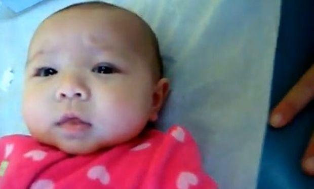 Βίντεο: Είναι μόλις τριών μηνών και της τρυπάνε τα αυτιά!