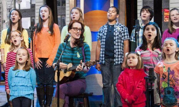 Τα παιδιά που επέζησαν της τραγωδίας του Sandy Hook ηχογράφησαν τραγούδι για καλό σκοπό!