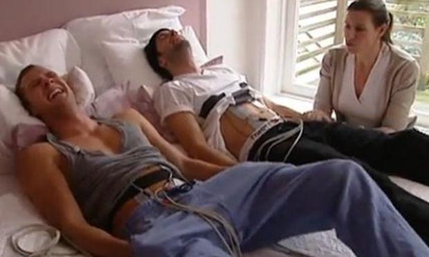 Απίστευτο βίντεο: Δείτε δυο άνδρες να βιώνουν τους πόνους της γέννας!