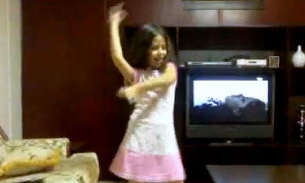 Βίντεο: Είναι οκτώ χρονών και χορεύει καλύτερα από επαγγελματία τον χορό της κοιλιάς!