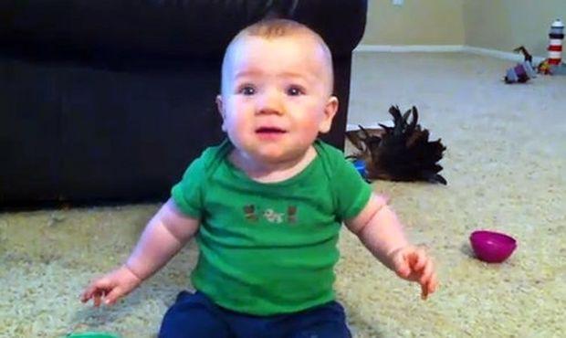 Βίντεο: «Είμαι τόσο χαρούμενος όταν έρχεται ο μπαμπάς σπίτι;»