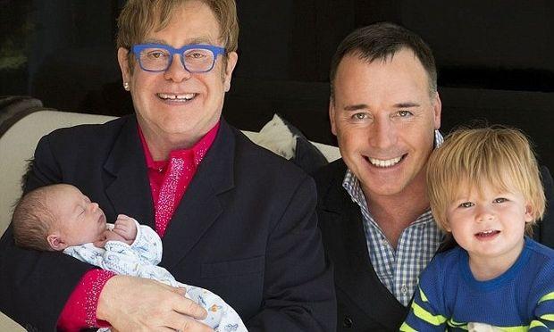 Ο Elton John μας παρουσιάζει τον δεύτερο γιο του!