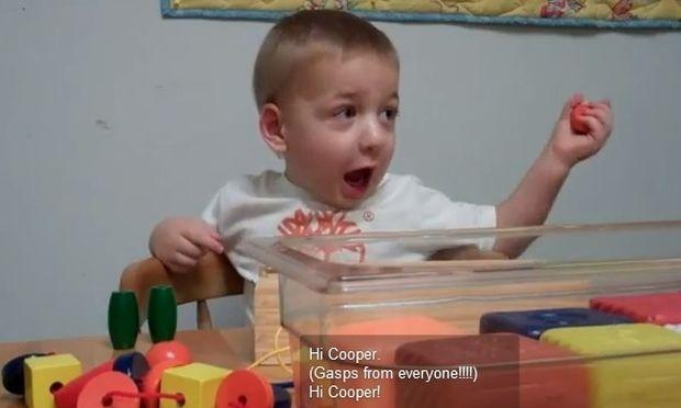 Ο Cooper στα 2 του ακούει για πρώτη φορά τη φωνή της μαμάς του!