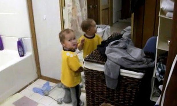 Βίντεο: Βλέπει τον εαυτό του στον καθρέφτη και… τσακώνεται!