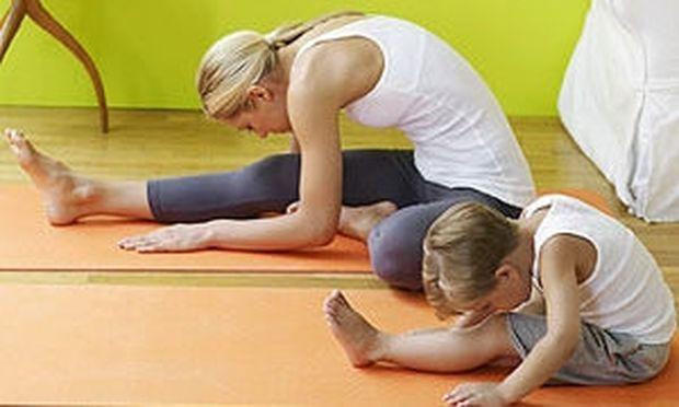Η Helen Garabedian προτείνει έξι ασκήσεις yoga  μαζί με τα παιδιά σας!