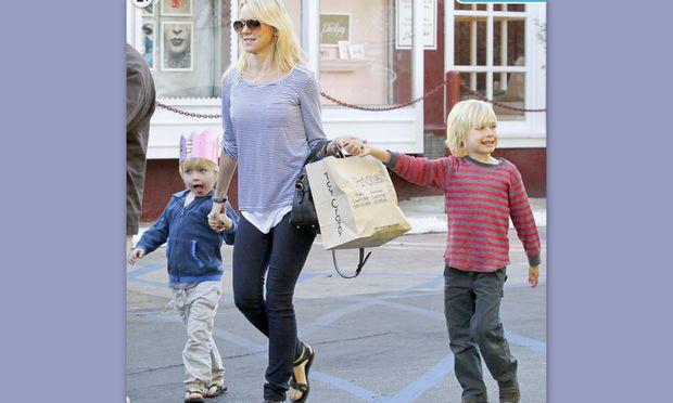 Η Naomi Watts και τα παιχνίδια των γιων της στον φακό!