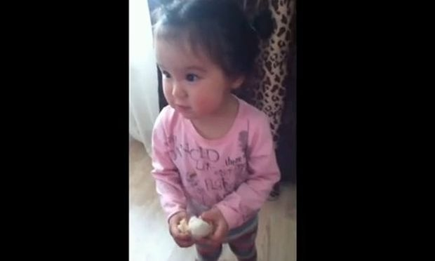 Τρυφερό βίντεο: Δείτε την πιτσιρίκα να λέει «Σ΄ αγαπώ»