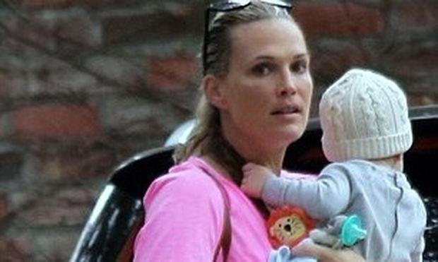 Molly Sims: Πήρε 30 κιλά στην εγκυμοσύνη και είναι και πάλι σε φόρμα (φωτό)