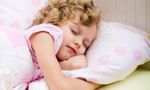 Το σταθερό ωράριο ύπνου κάθε βράδυ τα κάνει παιδιά… σαΐνια!