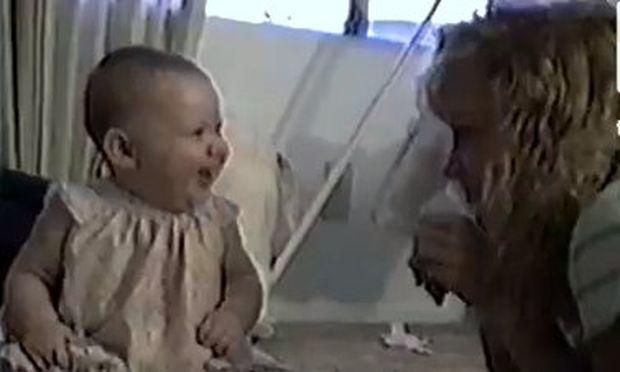 Βίντεο: Δείτε γιατί γελάει υστερικά αυτό το κοριτσάκι!