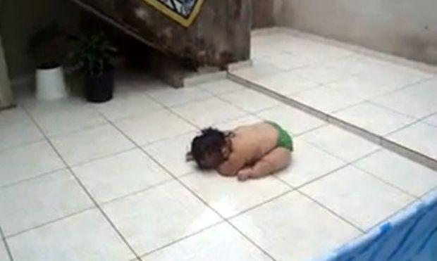 """Το μωρό """"έπεσε στα πατώματα"""" για να..."""