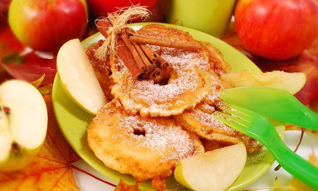 Μμμμ.. τηγανιτά μήλα με επικάλυψη ζύμης!