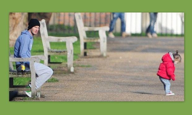 David Beckham: Με τη μικρή Harper στο πάρκο! (φωτό)
