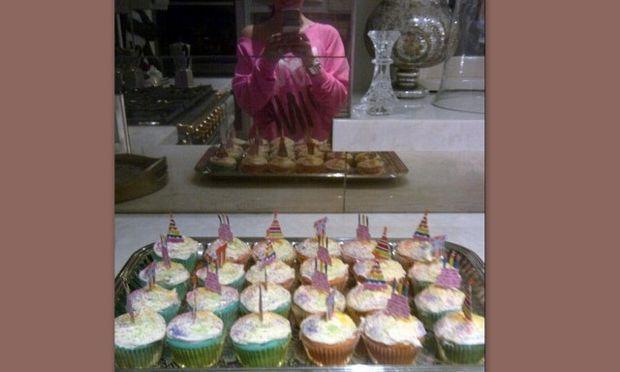 Διάσημη σταρ έφτιαξε cup cakes για τα 5α γενέθλια των παιδιών της!
