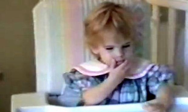 Βίντεο: Δεν θα πιστεύετε τι τρώει αυτό το κοριτσάκι!