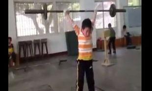 Είναι μόλις 6 χρονών και εντυπωσιάζει στην Άρση Βαρών!