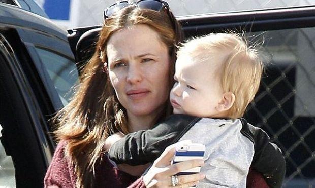 Jennifer Garner: Για ψώνια με τον γιο της!