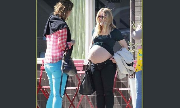 Kristen Bell: Επιδεικνύει την φουσκωμένη κοιλίτσα της!