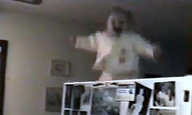 Βίντεο: Το μωρό που... πετάει!
