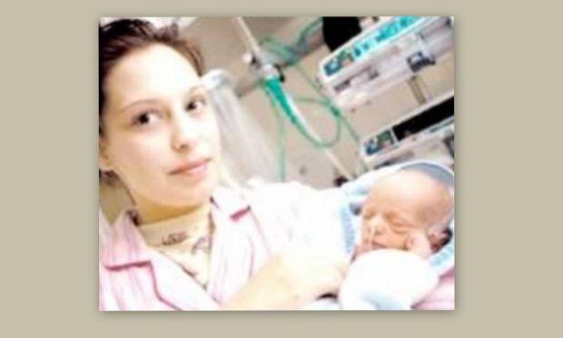 Απίστευτη ιστορία: 26χρόνη γυναίκα γέννησε ενώ οι γιατροί την θεωρούσαν κλινικά νεκρή!