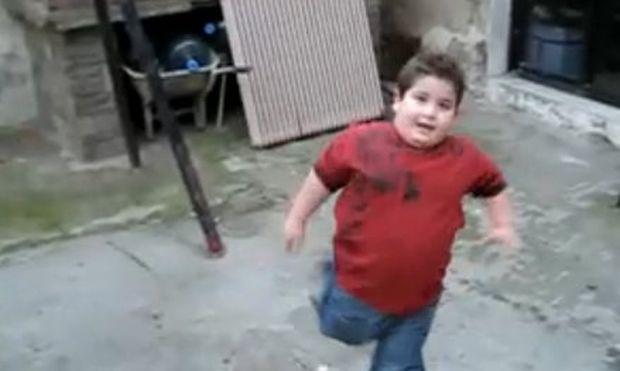 Βίντεο: Δείτε τον μικρό Τάσο να λέει απ' έξω τα νούμερα από τις φανέλες των παικτών του Ηρακλή!
