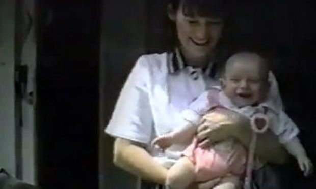 Βίντεο: Ξεκαρδίζεται όταν ακούει το ηλεκτρικό κατσαβίδι!