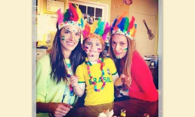 Alessandra Ambrosio:  Στο πνεύμα του καρναβαλιού με την κόρη της!