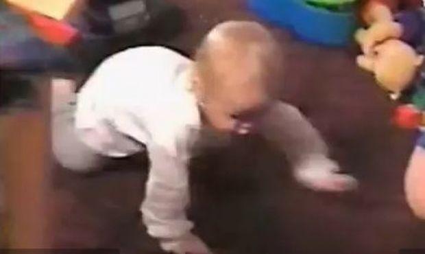 Βίντεο: Γιατί τρέχει να... σωθεί η πιτσιρίκα;