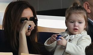 Φανατισμένη οπαδός του μπαμπά της η Harper Beckham! (φωτό)