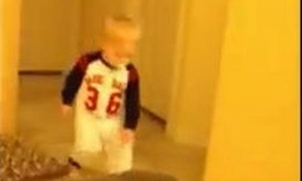 Βίντεο: Το πιτσιρίκι τρομάζει και την… πληρώνει ο μπαμπάς!