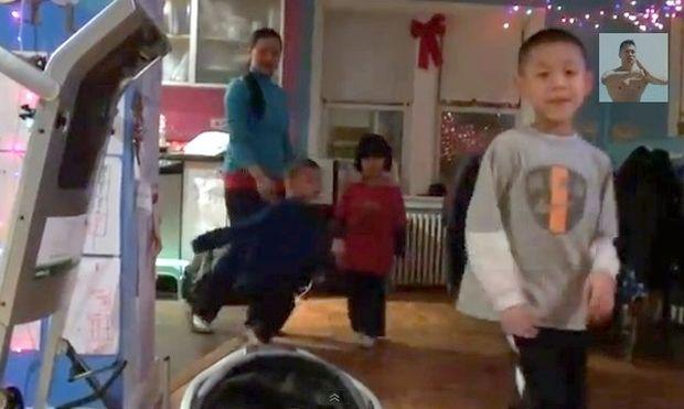 Μια ολόκληρη οικογένεια τρελαμένη με το Kung Fu!