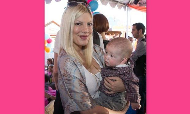 Tori Spelling: Περιγράφει πώς πήρε ο μεγάλος της γιος τα δημοσιεύματα που τη θέλουν να παίρνει διαζύγιο!