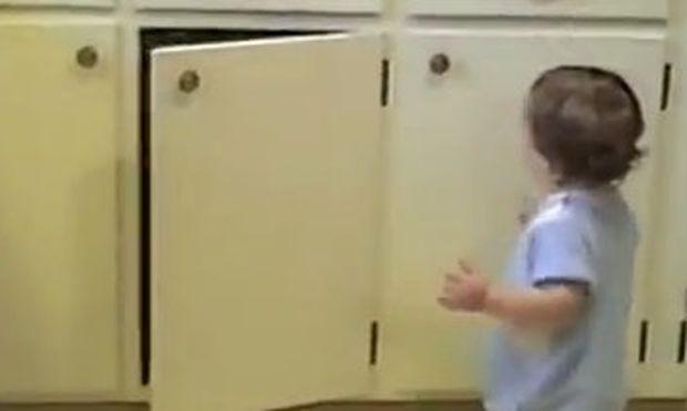 Βίντεο: Πώς γίνεται εγώ να τα κλείνω και αυτά να ανοίγουν;