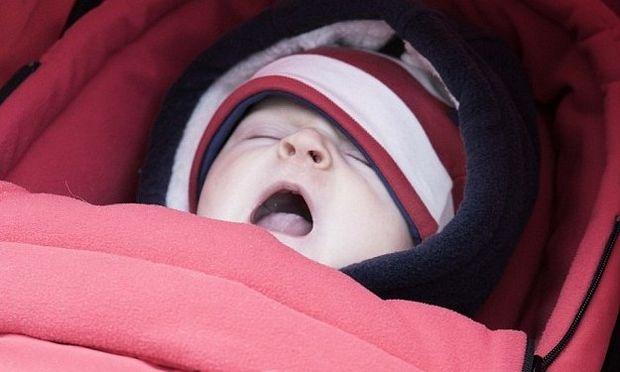 Κοιμίστε το μωρό σας γρήγορα! Βγάλτε το στο κρύο!