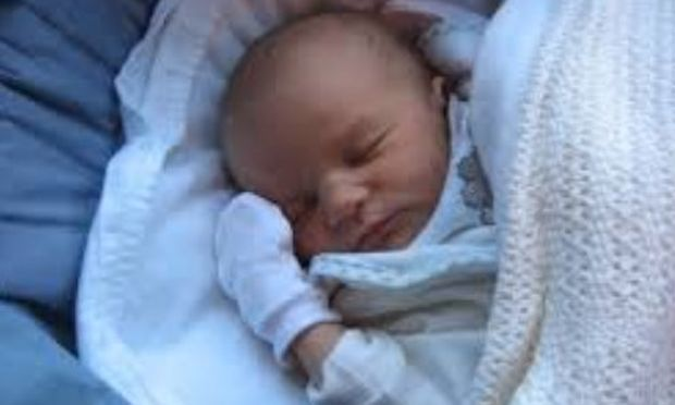 Μητέρα 20 χρονών εγκατέλειψε το μωρό της σε πυροσβεστικό σταθμό