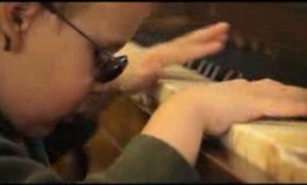 Συγκινητικό βίντεο: Η απίστευτη προσπάθεια ειδικών να εκπαιδεύσουν παιδιά με προβλήματα όρασης!