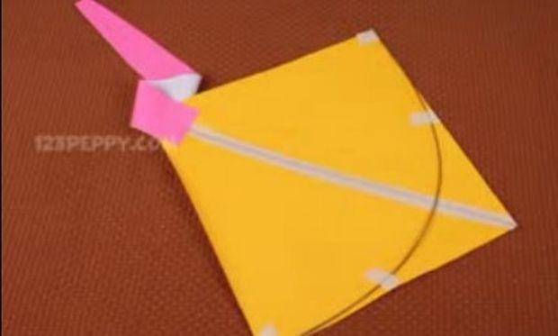 Βίντεο: Δείτε πώς θα φτιάξετε εύκολα τον χαρταετό της Καθαράς Δευτέρας!