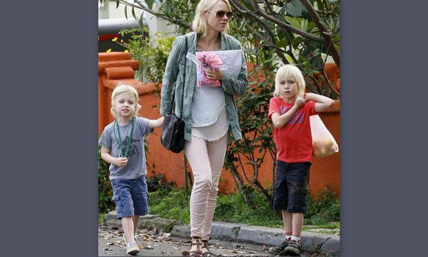 Νaomi Watts: Παντού με τους γιους της!