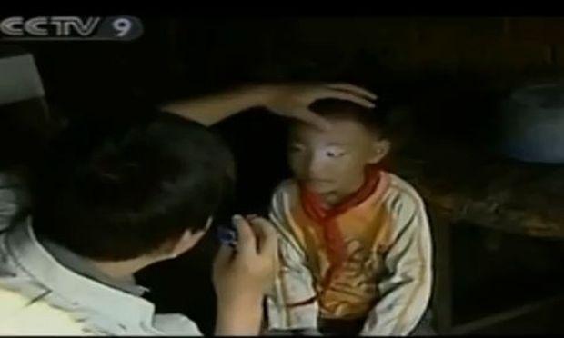 Bίντεο: Παιδί - θαύμα βλέπει τα πάντα μέσα στο απόλυτο σκοτάδι!