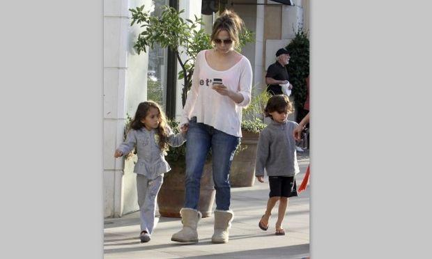 Jennifer Lopez: Για ψώνια με τα δίδυμα! (φωτό)