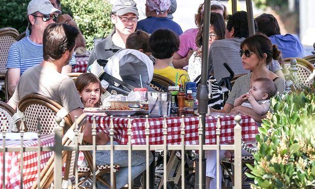 Ενώ η Kim περιμένει να γίνει μητέρα η Kourtney Kardashian απολαμβάνει την οικογενειακή ζωή!