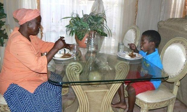 Ο έγγαμος βίος της 61χρονης με τον 8χρονο σύζυγό της! (φωτό)