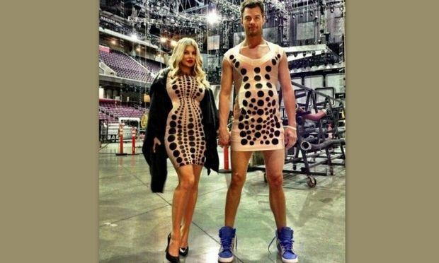 Απίθανο: Ο σύζυγος της Fergie φόρεσε το ίδιο φόρεμα με εκείνη και την… κοιλιά της!