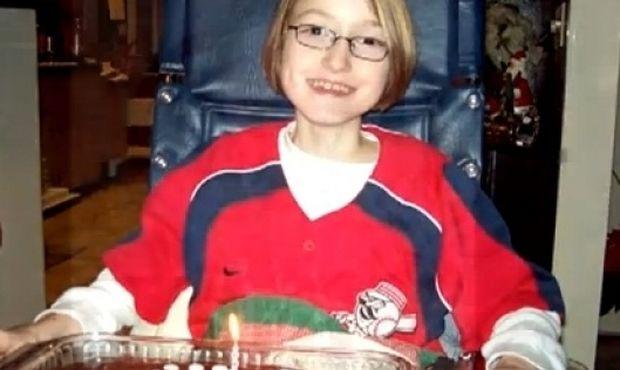 Βίντεο: Το συγκινητικό γράμμα της 14χρόνης που δεν νιώθει καθόλου πόνο εξαιτίας σπάνιας κληρονομικής διαταραχής!