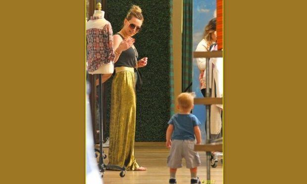 Hillary Duff: Τα πρώτα βήματα του γιου της Luca! (φωτό)