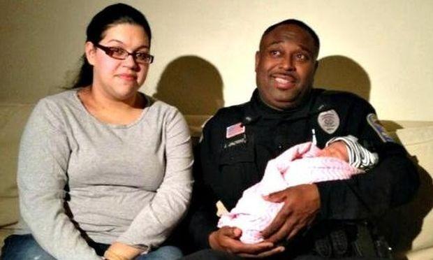Αστυνομικός έσωσε μωρό 8 ημερών την ώρα που πνιγόταν!