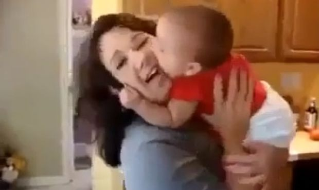 Μα τι κάνει αυτό το μωρό;